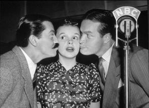 Jerry Colonna, Judy Garland, andBob Hope.  c. 1941.**I.V. - Image 0733_2119