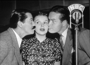 Jerry Colonna, Judy Garland, andBob Hope.  c. 1941.**I.V. - Image 0733_2119