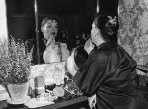 Judy Garland backstage at the London Palladium 1957 ** I.V. - Image 0733_2206