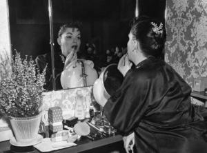 Judy Garland backstage at the London Palladium 1957 ** I.V. - Image 0733_2206
