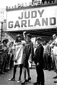 Judy Garland and with her kids, Lorna and Joey Luft, outside the Palace Theatre in New York 1967** I.V. - Image 0733_2226