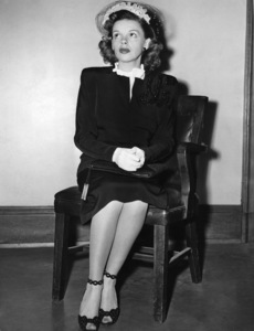 Judy Garland in court to obtain a divorce from David Rose1944** I.V. - Image 0733_2277