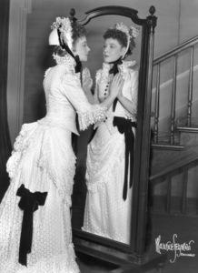 """Lillian Gish with sister Dorothy Gish""""Life With Father,"""" c. 1950. © 1978 Maurice Seymour - Image 0734_0024"""