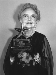 "Lillian Gish with her award from ""American Film Institute Salutes"", CBS, 1984, **I.V. - Image 0734_0036"