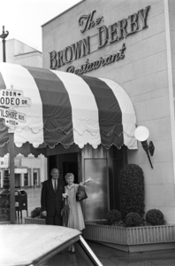 Barbara Stanwyck in front of The Brown Derbycirca 1965 © 1978 Gunther - Image 0749_0815
