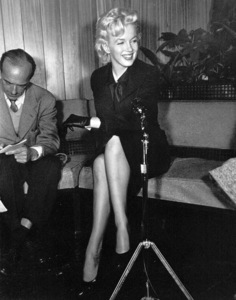Marilyn Monroe at a Hollywood Press ConferenceFebruary 25, 1956. - Image 0758_0131