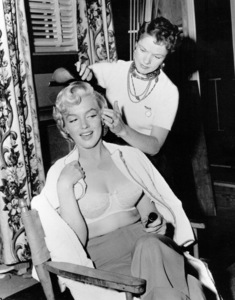 Marilyn Monroe & hairdresser.c. 1953 / **R.C. - Image 0758_0201