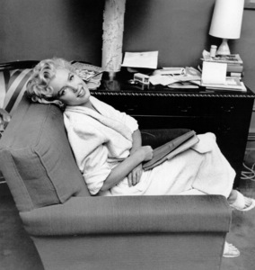 "Marilyn Monroe during a break from""Seven Year Itch, The"" taken in 1954. - Image 0758_0261"
