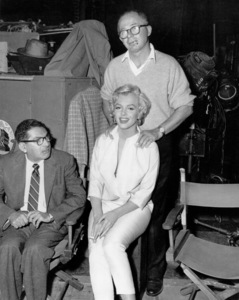 """Marilyn Monroe with Billy Wilder andSidney Skolsky on the set of""""Seven Year Itch, The"""" 1955 / UA. - Image 0758_0279"""