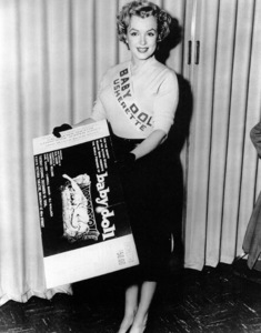 """Marilyn Monroeushering at the preview of""""Baby Doll"""" 1956. - Image 0758_0293"""