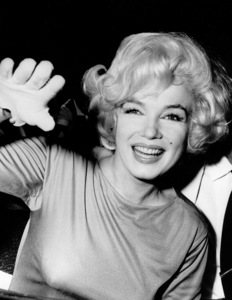 Marilyn Monroe in Mexico city, 1962. - Image 0758_0372