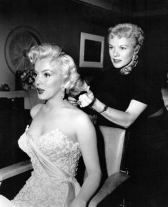 """Marilyn Monroe with her hairdresserGladys McAlister before the premiereof """"How To Marry A Millionaire,"""" 1953. - Image 0758_0375"""