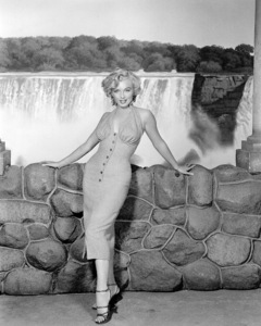 """Marilyn Monroe publicity photofor """"Niagara"""" 1952. - Image 0758_0392"""