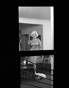 Marilyn Monroe with pet Maf Honey at the Beverly Hills Hotel 1961 © 1978 Eric Skipsey  - Image 0758_0575