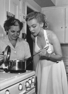 Marilyn Monroe with house keeper Eunice Murray, c. 1950.**MP - Image 0758_0635