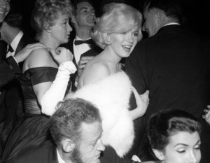 Marilyn Monroe and Shelley Wintersat the Golden Globe Awards in 1960. © 1978 David Sutton - Image 0758_0667