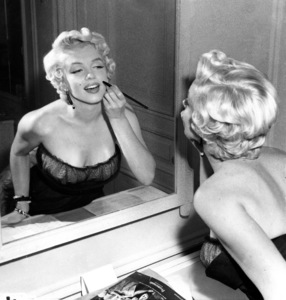 "Marilyn Monroe in a New York Apartmentgetting made-up for her balcony scene in""The Seven Year Itch,"" 1954. - Image 0758_0786"