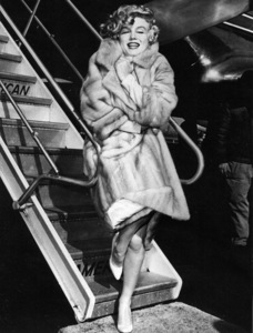 """Marilyn Monroe arriving in Chicago forthe premiere of """"Some Like It Hot,"""" 1959. - Image 0758_0792"""