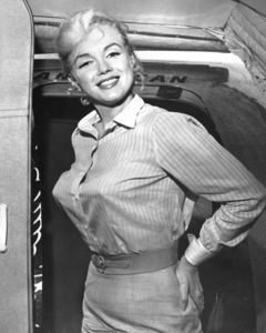 """Marilyn Monroe boarding an American Airlinesflight to Los Angeles to complete work on""""The Misfits,"""" 1960. - Image 0758_0793"""