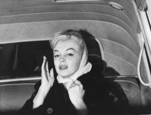Marilyn Monroe departing fromher apartment, c. 1960. - Image 0758_0796