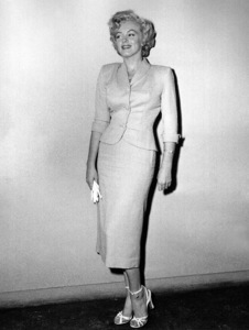 Marilyn Monroe appears in courton June 25, 1952 to deny that she eversent out letters soliciting sales of pornographicpictures of herself. **I.V. - Image 0758_0929