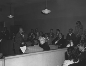 Marilyn Monroe and attorney Jerry Giesler at her divorce from Joe DiMaggio 10-27-1954 ** I.V. - Image 0758_0983