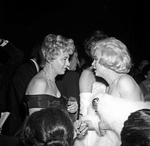 Marilyn Monroe and Shelley Winters at the Golden Globe Awards1960 © 1978 David Sutton - Image 0758_1020