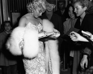 """Marilyn Monroe at the premiere of """"How to Marry a Millionaire""""circa 1953** I.V. - Image 0758_1066"""