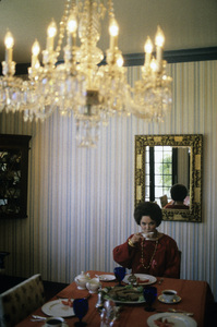 Shirley Temple at home1988 © 1988 Gunther - Image 0763_0592