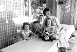 Shirley Temple at home with her husband Charles Black and their three children, Charles, Linda and Lori 1958 © 1978 Bob Willoughby - Image 0763_0600