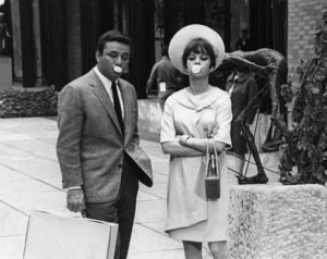 """Natalie Wood and Peter Falk during a breakfrom the movie """"Penelope,"""" 1966. - Image 0764_0225"""