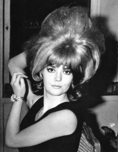 Natalie Wood during a shopping spreein Rome, 1965. - Image 0764_0355