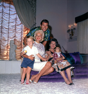 Jayne Mansfield, son Mickey Hargitay Jr., husband Mickey Hargitay, mother-in-law & son, Zoltan, at home1961 © 1978 Bud Gray - Image 0774_0056