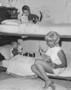 Jayne Mansfield at home with her sons Zoltan and Miklos1967 © 1978 Eric Skipsey - Image 0774_0556