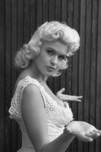 Jayne Mansfield at home1956 © 1978 Lou Jacobs Jr. - Image 0774_0661