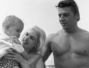 Jayne Mansfield with Mickey Hargitay and their daughter, Jayne Marie Mansfieldcirca 1950s© 1978 Barry Kramer - Image 0774_0672