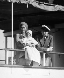 John Barrymore with his wife Dolores Costello and their daughter, Dolores Ethel Mae Barrymore, on board their yacht Infanta 1930 - Image 0801_0771