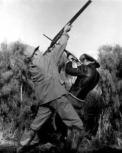 James Stewart, Leland Haywardaiming hunting rifle, 1942Copyright John Swope Trust / MPTV - Image 0802_2162