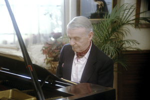Fred Astaire at home playing the piano1980 © 1980 Sid Avery - Image 0814_0878