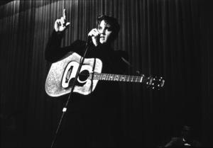 Elvis Presley performing in L.A., 1956. Photo: Ernest Reshovsky © 1978 Marc Reshovsky - Image 0818_0529