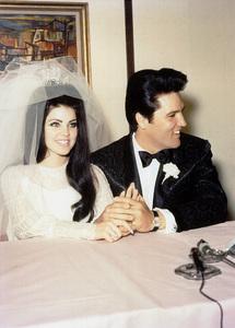 Elvis Presley with his bride Priscilla Preselyon thier wedding day in Las Vegas,May 26, 1967. **I.V. - Image 0818_0577