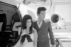 Elvis Presley and wife Priscilla prepare to leave Las Vegas after their wedding1967** I.V. - Image 0818_0632