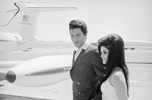 Elvis Presley and wife Priscilla prepare to leave Las Vegas after their wedding1967** I.V. - Image 0818_0637