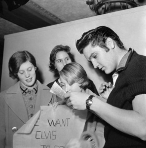 Elvis Presley signing autographs after having received the first polio vaccine, or Salk vaccine1956 © 1978 Roy Cummings - Image 0818_0750