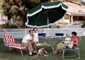 Alan Ladd with his wife Sue Carol, and childrenAlana & DavidC. 1950**I.V. - Image 0821_0165