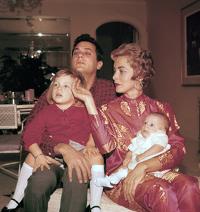 Tony Curtis at home with wife Janet Leigh and daughters Kelly and Jamie Lee CurtisJanuary 7, 1959 © 1978 Bernie Abramson - Image 0845_0562