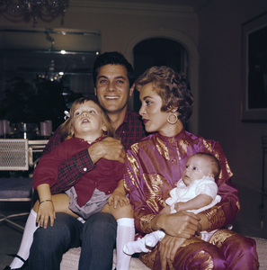 Tony Curtis at home with wife Janet Leigh and their two children, Jamie Lee and Kelly1959 © 1978 Bernie Abramson - Image 0845_0587