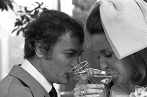 Tony Curtis and Leslie Allen at their wedding1968 © 1978 Gunther - Image 0845_0592