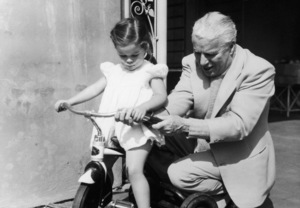 Charles Chaplin playing with his eldest daughter Geraldine 1948 © 1978 John Engstead - Image 0860_0676