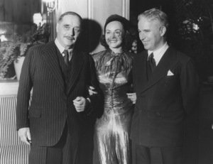Charlie Chaplin, Paulette Goddard & H.G. WellsC. 1938**I.V. - Image 0860_0706